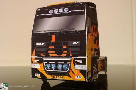 bouwplaat-papercraft-daf-xf-flames_03